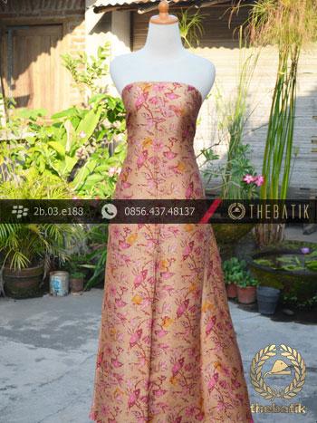Kain Batik Sutera Motif Burung Lok Can Kuning Pink
