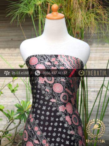 Kain Batik Sutera Motif Lereng Pink Latar Hitam