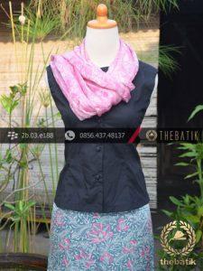 Sarung Selendang Batik Sutera Motif Floral Biru Muda Pink