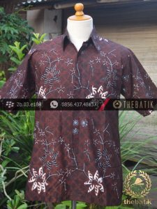 Kemeja Batik Tulis Motif Buketan Latar Hitam