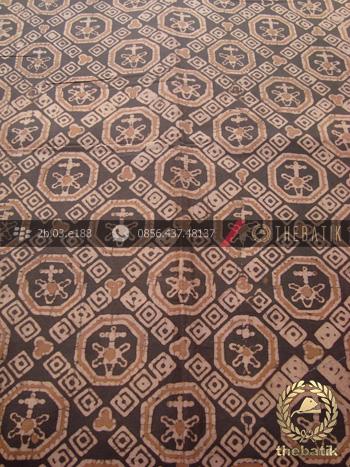 Kain Batik Warna Alam Motif Ceplok Klasik