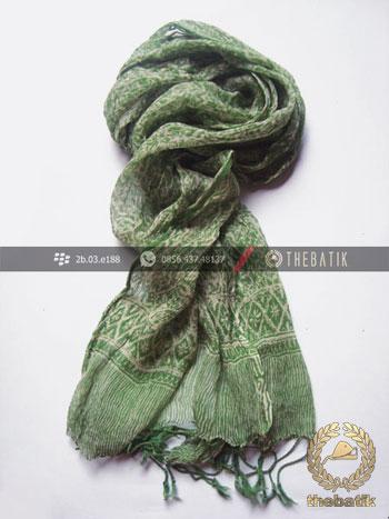Syal Batik Sutra Warna Hijau Pupus