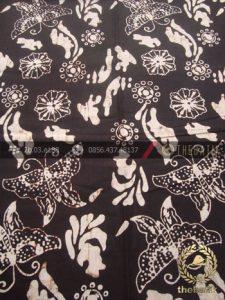 Kain Batik Klasik Jogja Motif Kupu-Kupu Latar Hitam