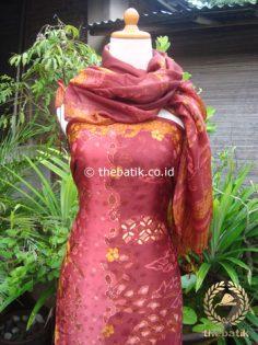Sarung Selendang Batik Tulis Sutera Pink Marun