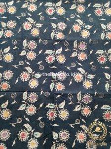 Kain Batik Indigo Coletan Motif Floral Abu-Abu Tua
