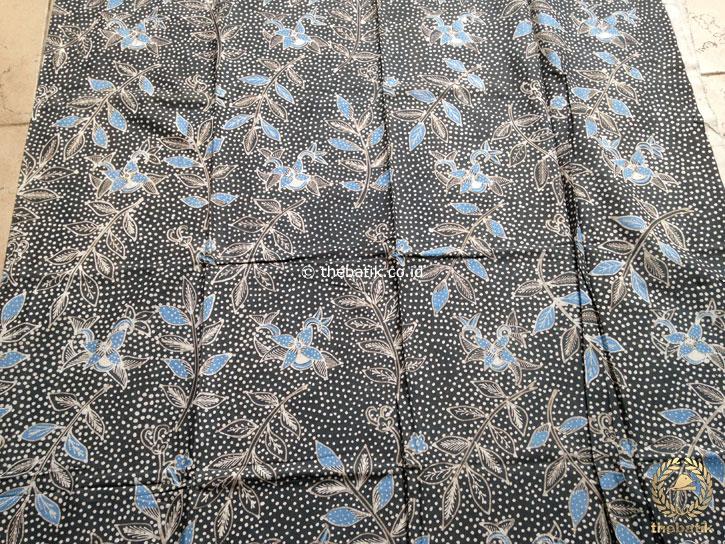 Kain Batik Tulis Warna Alam Indigo Floral Titik Biru