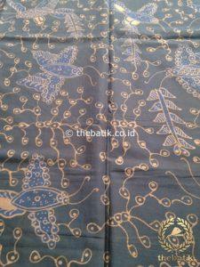 Kain Batik Tulis Warna Alam Motif Kupu Abu-Abu