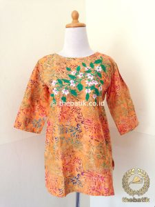 Model Baju Batik Wanita – Blus Orange Bordir