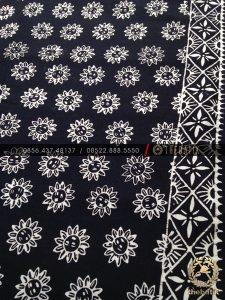 Batik Monokrom Motif Bunga Matahari Hitam Putih