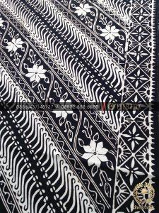Batik Monokrom Motif Parang Tuding Floral Hitam Putih