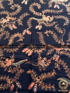 Bahan Baju Batik – Kain Batik Tulis Motif Daun Sulur Latar Hitam