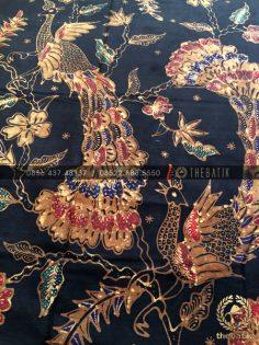 Bahan Baju Batik – Kain Batik Tulis Motif Burung Merak Latar Hitam