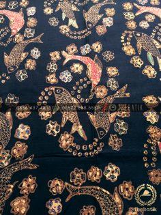 Bahan Baju Batik – Kain Batik Tulis Motif 3 Ikan Latar Hitam