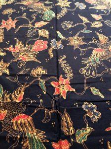 Bahan Baju Batik – Kain Batik Tulis Motif Floral Boketan Latar Hitam