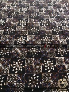 Kain Batik Sogan Klasik Kembang Kotak Hitam
