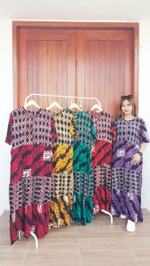 Long Dress Batik Canda Lengan Pendek