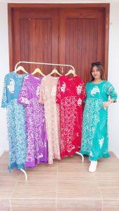 Long Dress Batik Warna-Warni Lengan 3/4
