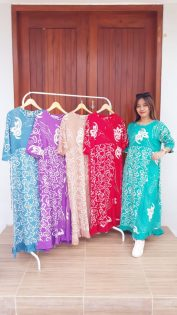 Long Dress Batik Warna-Warni Lengan 3/4