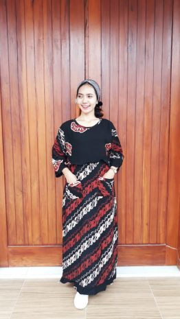 Long Dress Hitam Batik Lengan 3/4