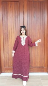 Long Dress Lengan Panjang Polos Renda
