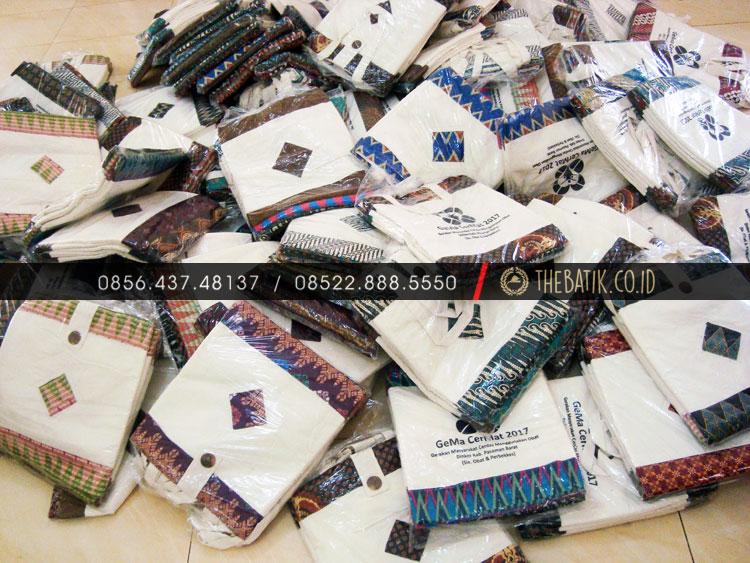 Souvenir Tas Blacu Stopmap Kombinasi Batik Daerah