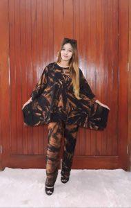 One Set Setelan Batik Wanita Sayap Jumbo